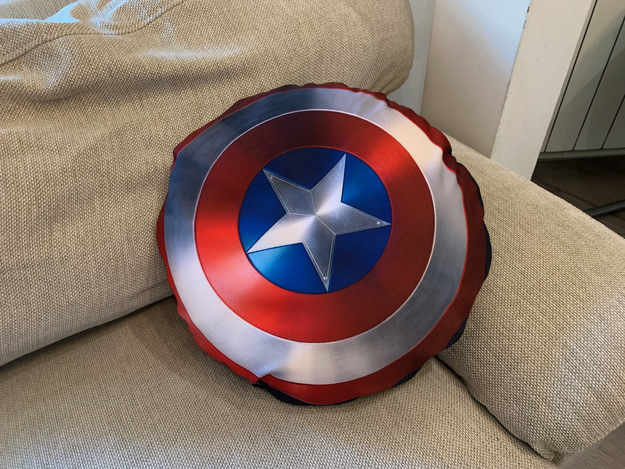 Husa perna personalizata pe rotund, print textil Captain America